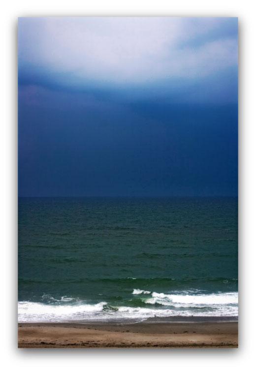 Deep Horizon: photo by artist Lou Gagnon, available as aluminum prints at www.SandWaterSky.com ~ 2015© LynnVale Studios llc
